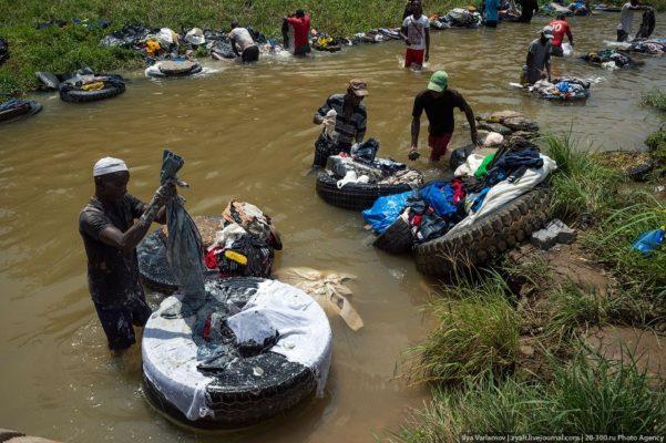 Как работают прачки в Кот-д'Ивуаре