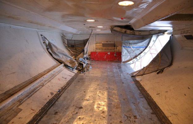 Как устроен багажник самолёта Боинг-737