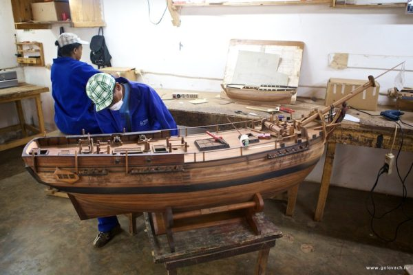 Как на Мадагаскаре производят модели кораблей