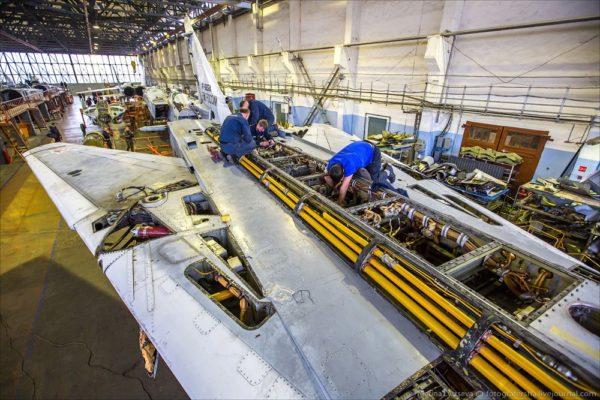 Как ремонтируют военную авиатехнику