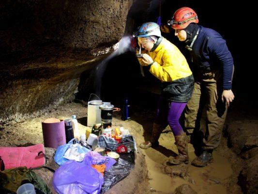 Как устроен подземный базовый лагерь спелеологов