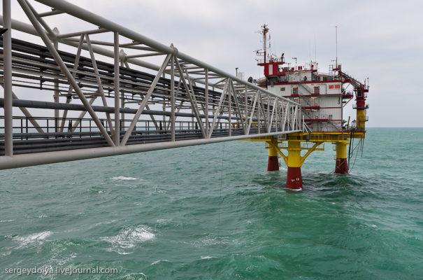 Как добывают в море нефть