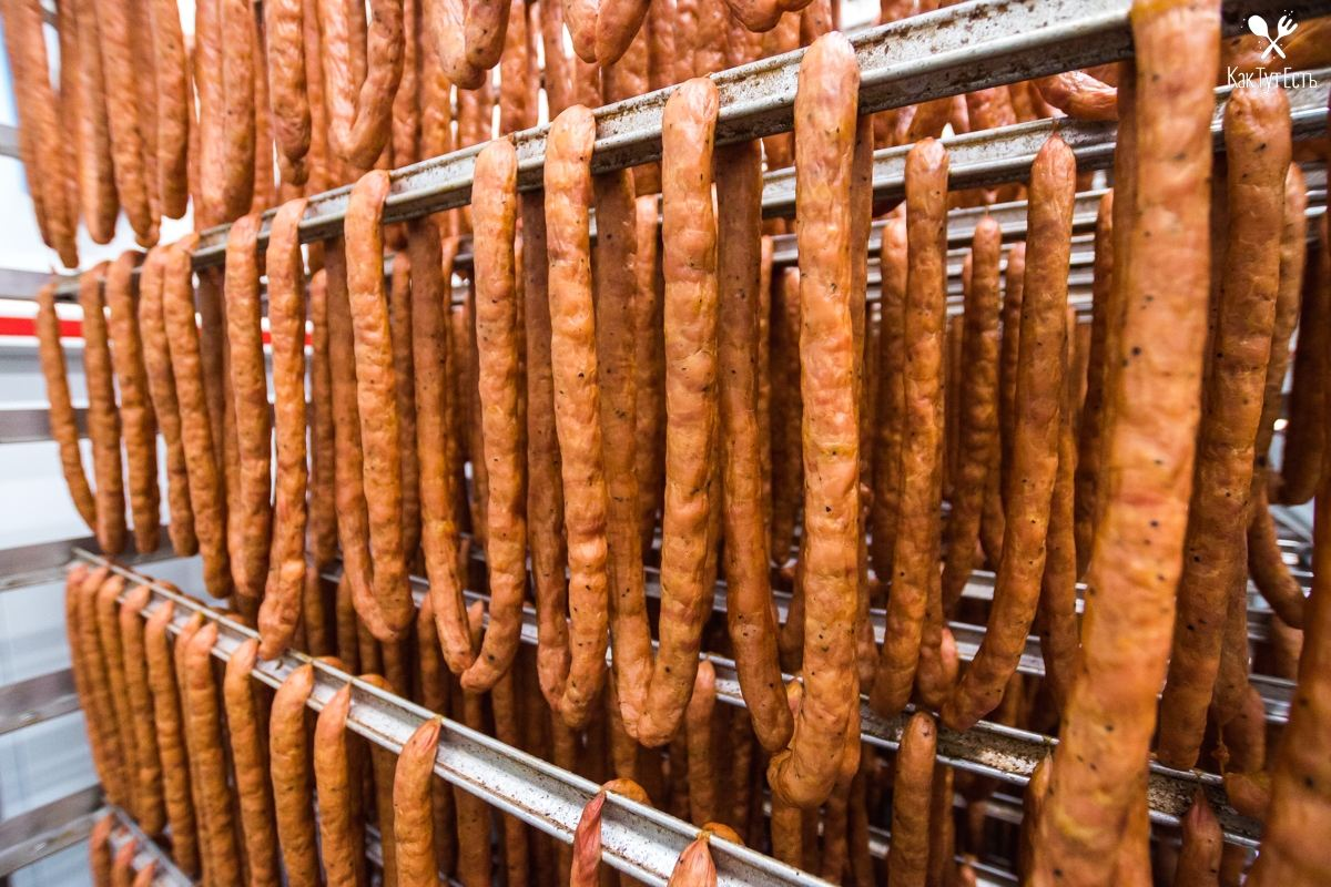 Как на самом деле делают куриную колбасу