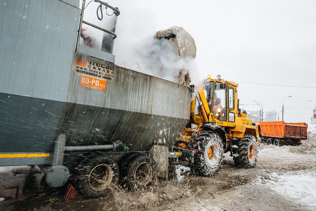 Как убирают московский снег