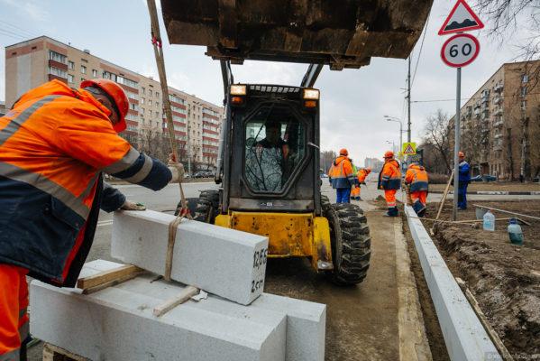 Как в Москве меняют бордюр и чем он отличается от американского