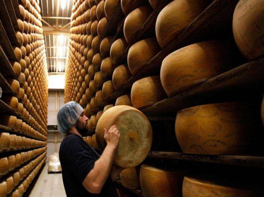 Производство сыра пармезан в Чехии