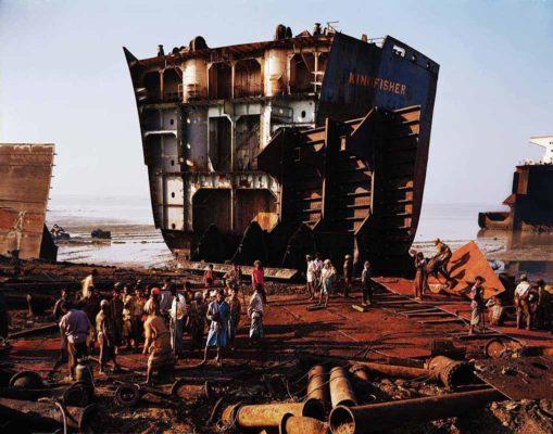 Как в Бангладеш разбирают корабли на металлолом