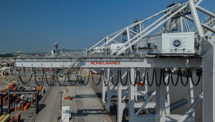 Как устроен контейнерный портовый кран?