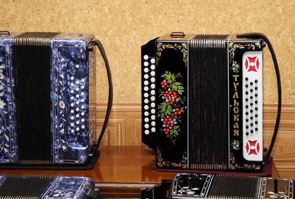 Как в Туле делают гармошки и баяны