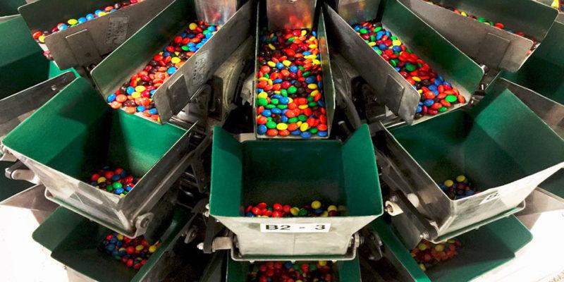 Как производят конфеты M&M's