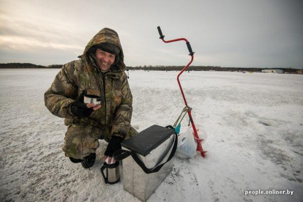 Как устроена подледная ловля на Минском море