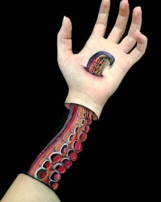 Превратить руки в оптические иллюзии