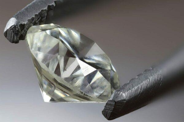 Почему алмазы теряют много веса при огранке