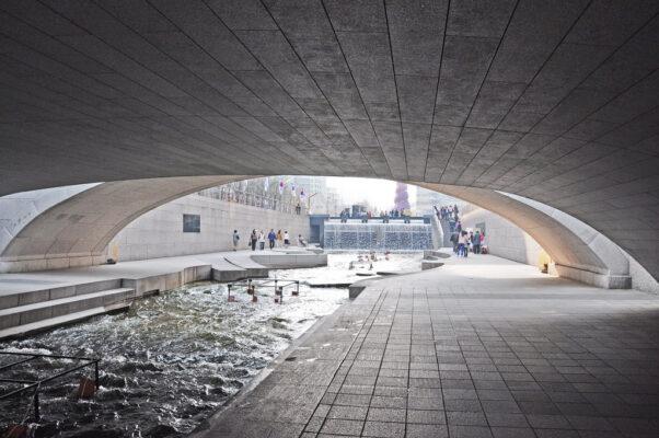 Как в Сеуле шоссе превратили в реку
